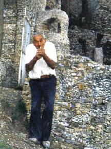 Guerino Galzerano, l'architetto-contadino e le sue costruzioni monumentali di ciottoli a CastelnuovoCilento